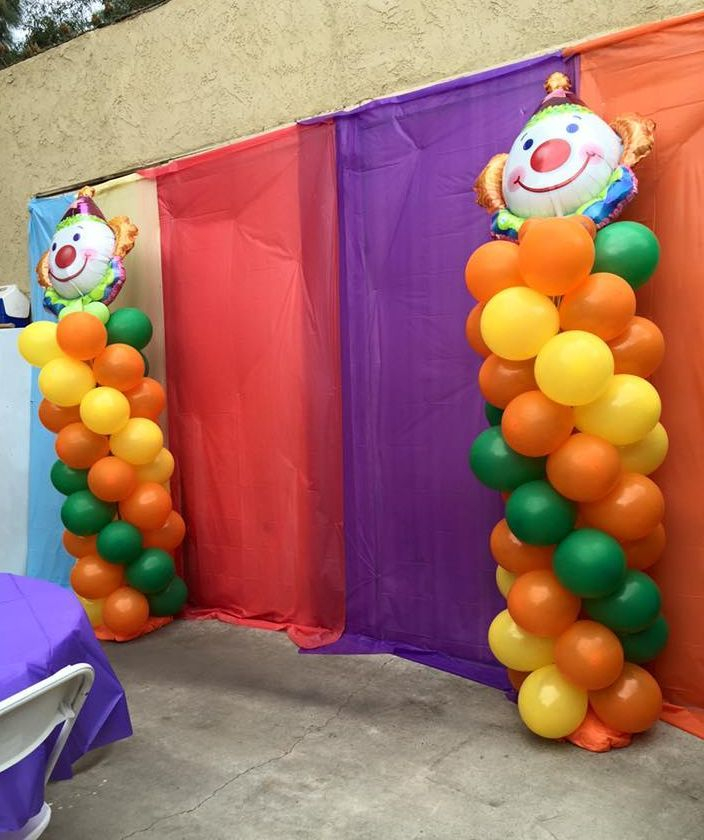 Balloon Columns (Clowns)