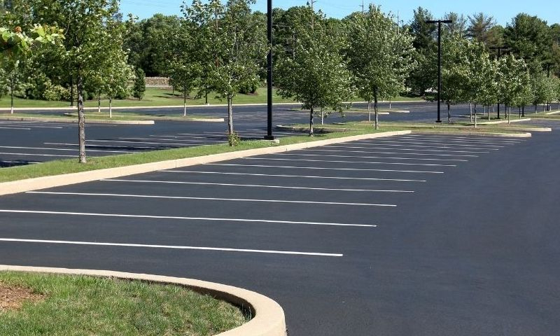 How Professional Parking Lot Cleaning Benefits Your Business