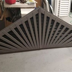 Aluminum triangle gable vent with decorative spokes
