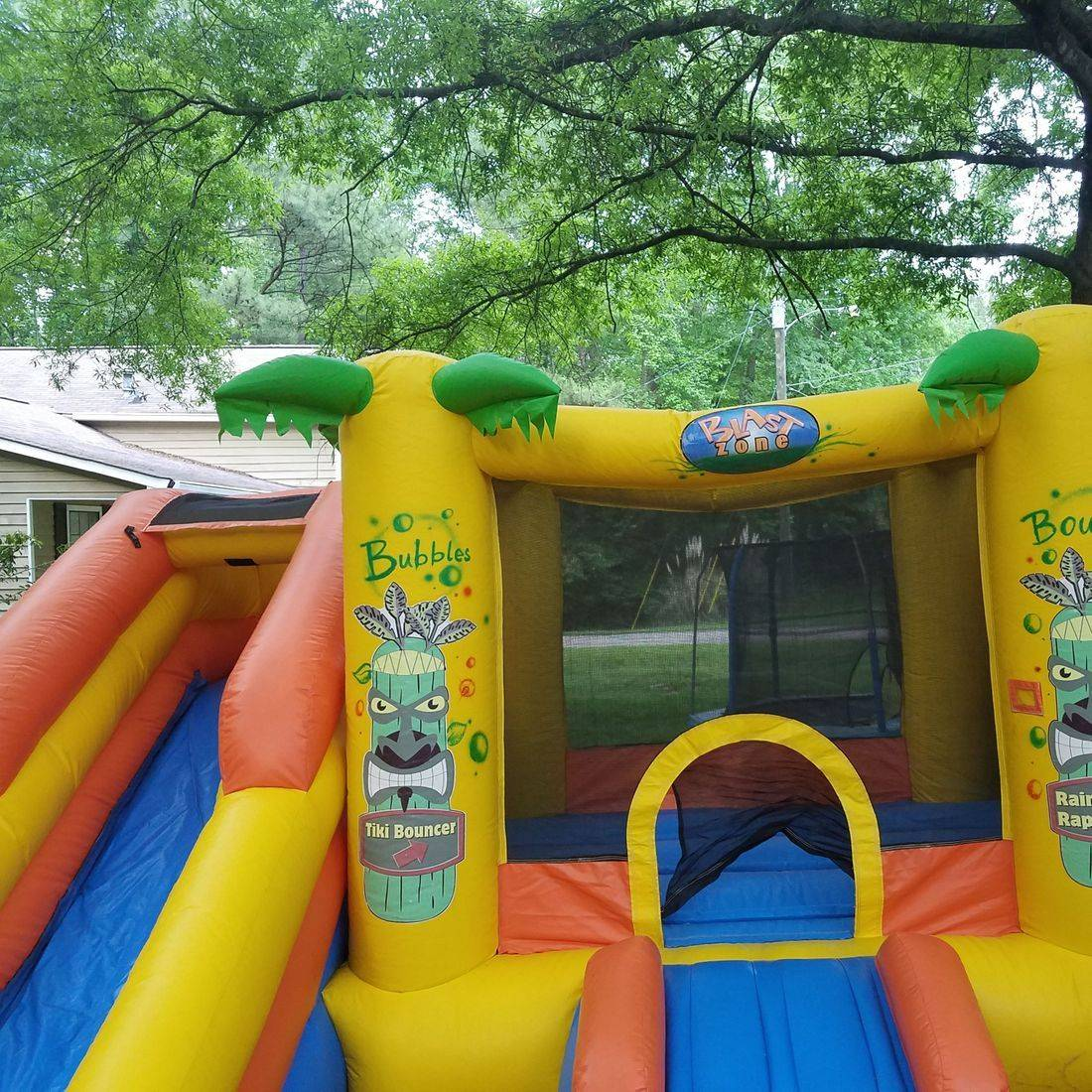 Hawaiian style bounce house 10x10 bounce area with 2 slides dry $100 for 3 hours plus delivery fee  or $150 all day(free delivery up to 25 miles)