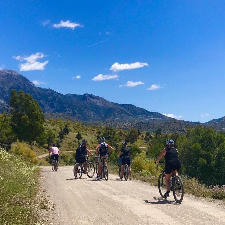 bike_tours_vinuela_lake