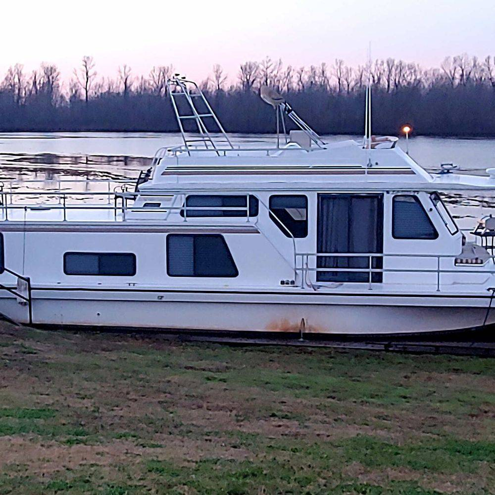 houseboat, docked, transient, fuel, marina, Natchitoches, river,