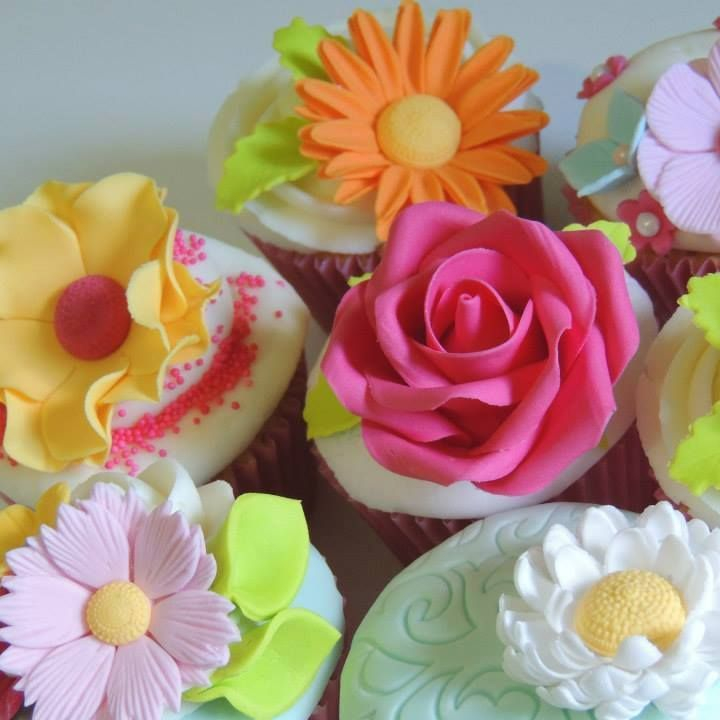 Pretty Flower Mother's Day Birthday Celebration Cupcakes Roses Sugar Flowers