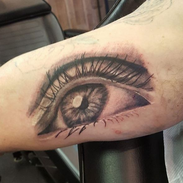 Vintage Ink Realism eye Tattoo