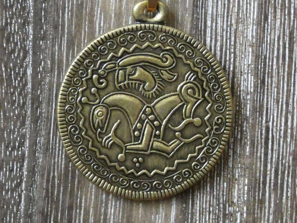 Viking Age, Iron age, Bronze Age, Vikings, Viking Bracteate, Norse, Pagan, Shield Ravens