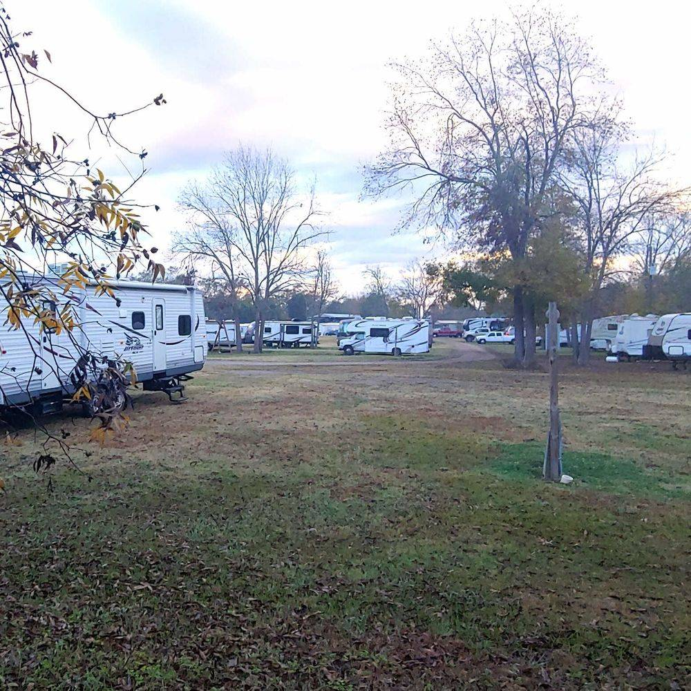 RV Park, campground, Natchitoches, campers, RVs, full hookup, shade, riverfront, tents