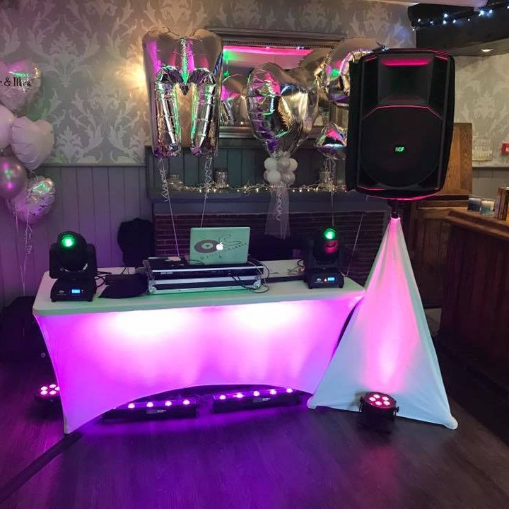 Wedding DJ   Birmingham DJ The Queens at Belbroughton WeddingDJ