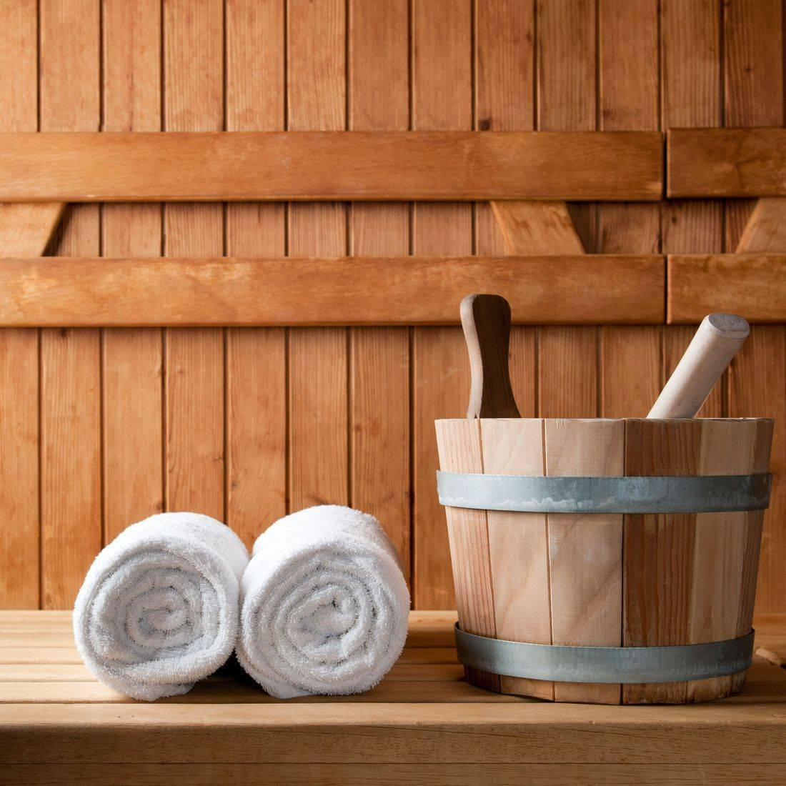 Picture of a sauna bucket and towels