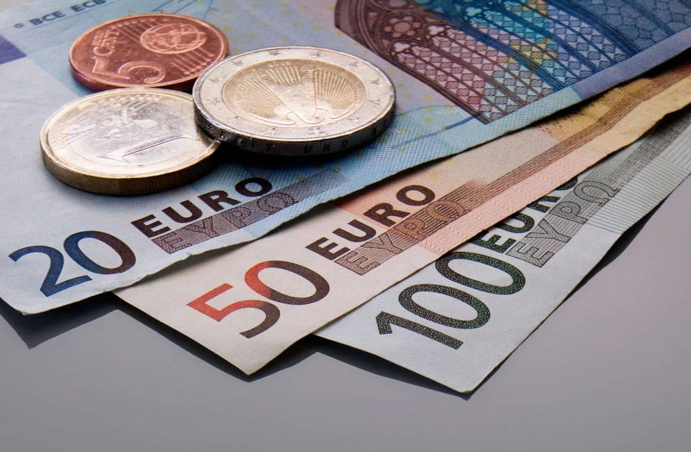 Briefgeld in euro: illustratie bij tarieven vertalen en redatie
