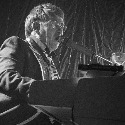 Elton John Tribute act  Andy Crosbie  Rocketman !8