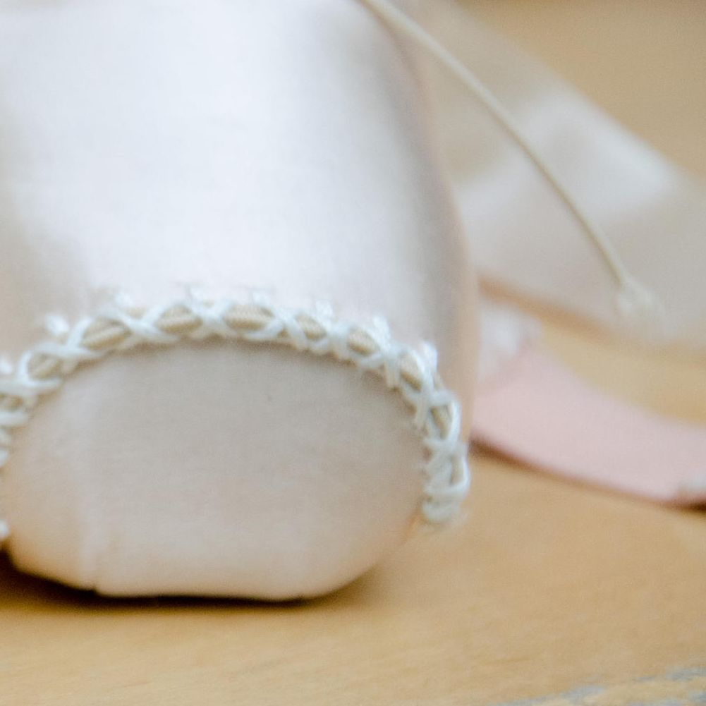 ribbons, elastics, darning, pointe shoes