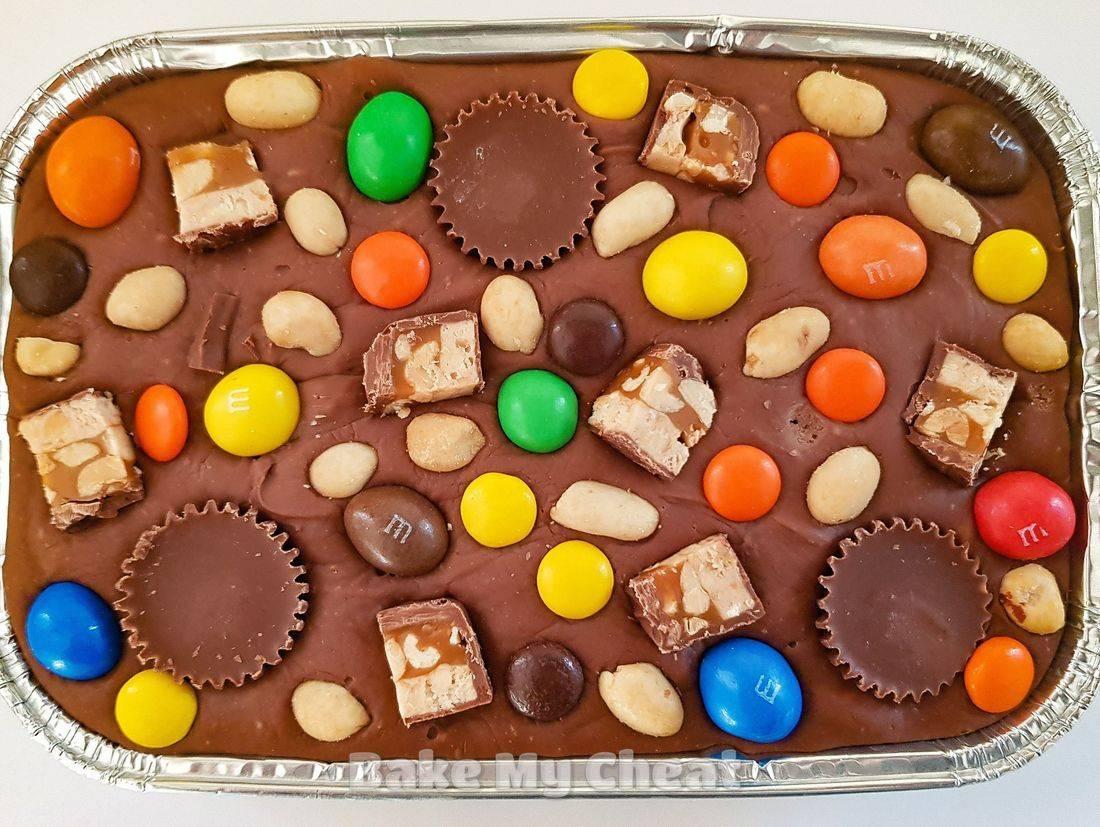 peanut butter fudge, snickers fudge, peanut m&Ms