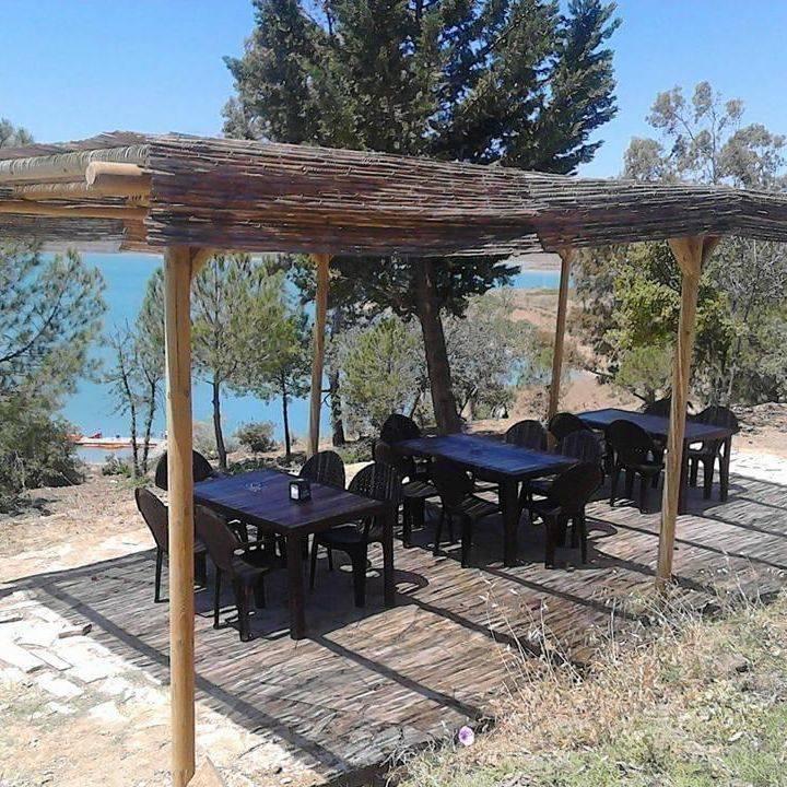 vinuela_lake_terrace_drinks