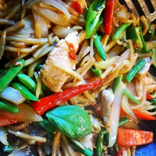 Stir fry chicken with chilli and bamboo shoots