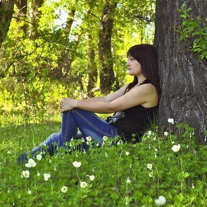 sylvotherapie shinrin yoku bain de foret câlin aux arbres nantes naturopathie bien être santé balade nature randonnée