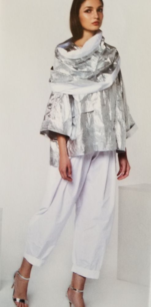 Foil Tunic Top and white pants