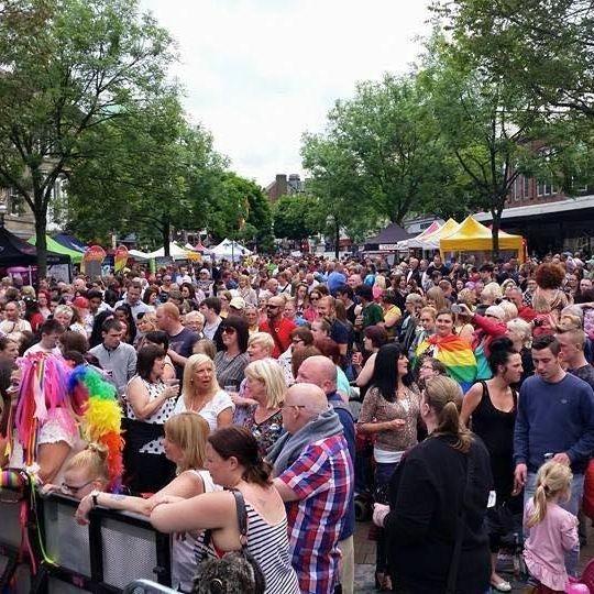 Elton John Tribute act  Andy Crosbie  Rocketman ! crowd