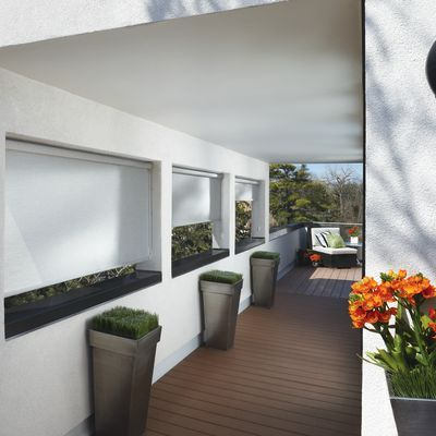 Hunter Douglas Designer Screen Shades cut light and glare and add cool sophistication to outdoor spaces.