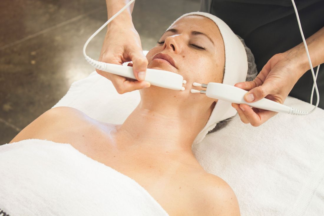 Non surgical face lift microcurrent caci facial dermalogica