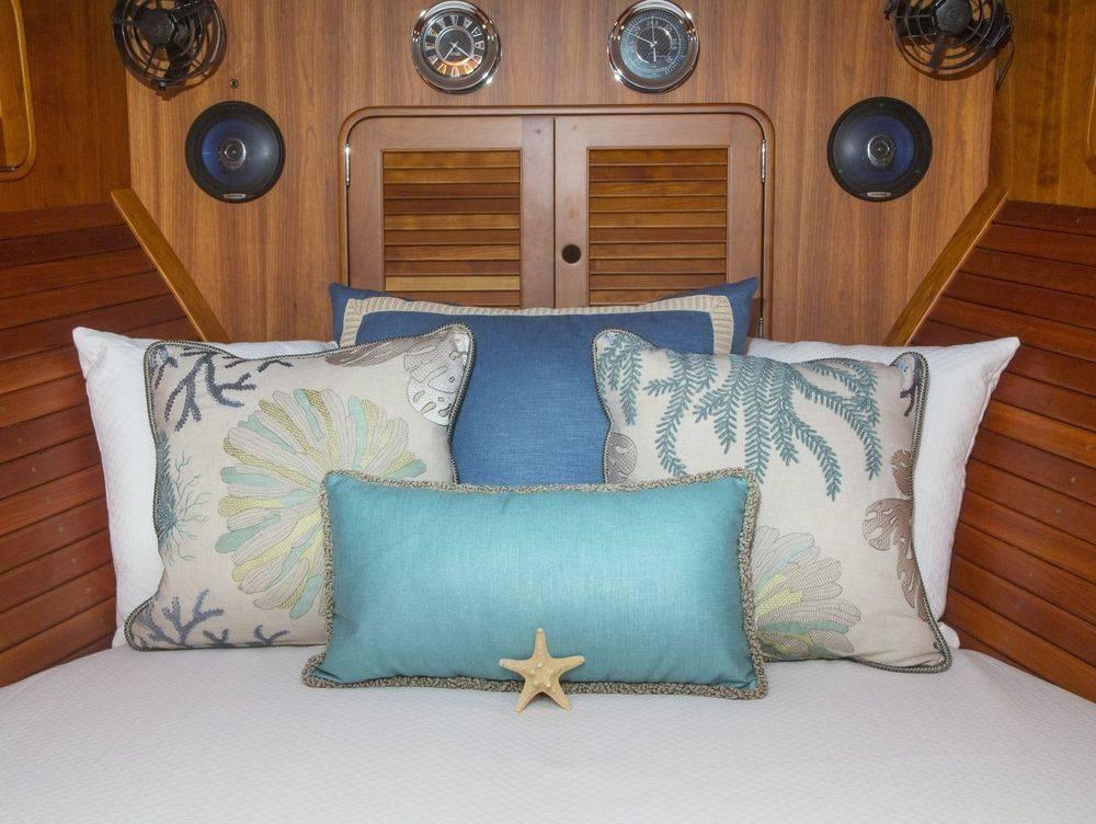 #NewportYachtInteriors #Hinckleyyachts #Hinckley40 #customyachtbedding