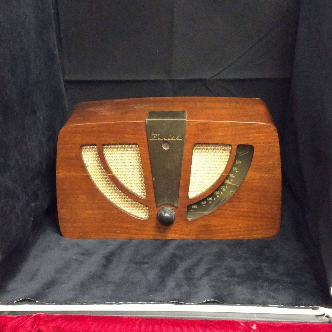 "1946 Zenith Model 6D030 AM Tube Radio, Mahogany Wood Cabinet ""Working condition""   $95.00"
