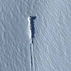 un étrange objet découvert prisonnier des glaces