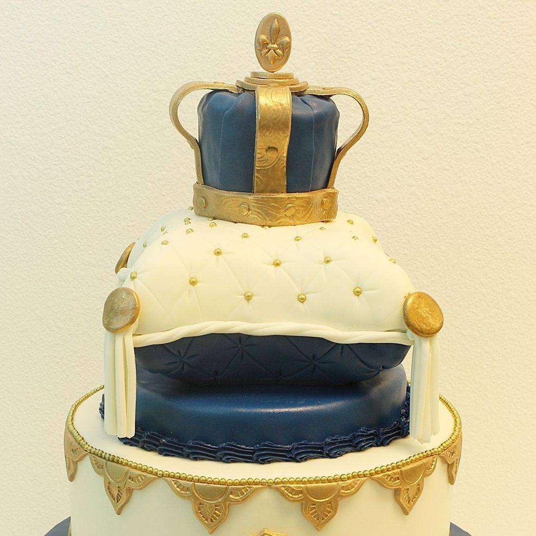 Custom King Crown Pillow Cake Milwaukee