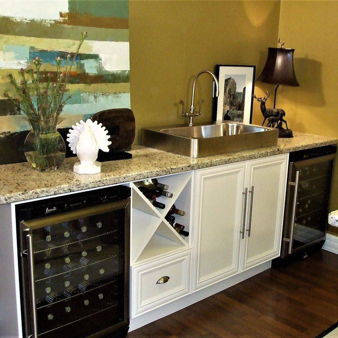 Sibra Kitchens Markham Toronto cabinets basement bar HGTV