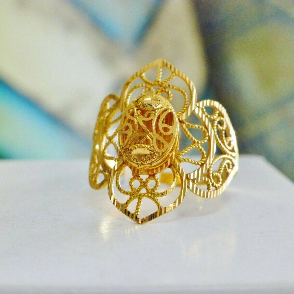 Ornate Yellow gold ring with Filigree desing in yellow gold
