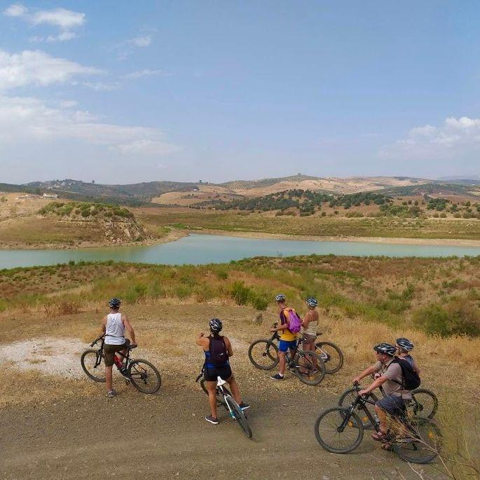 bike_tour_around_the_lake
