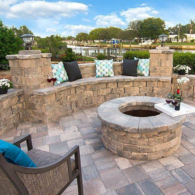 paver wall bench, outdoor living, hardscape, landscape, paver company, paver contractor