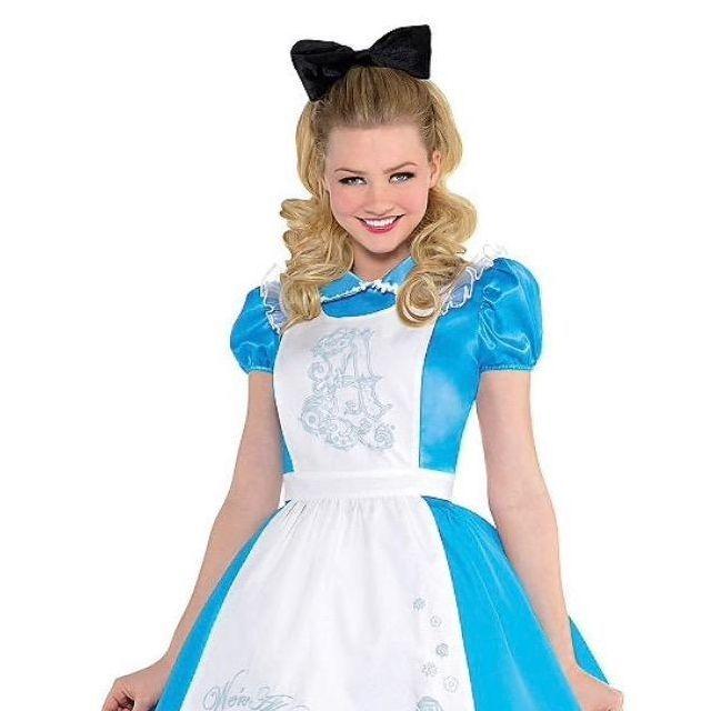 Alice i Wonderland character for children's parties in San Antonio TX