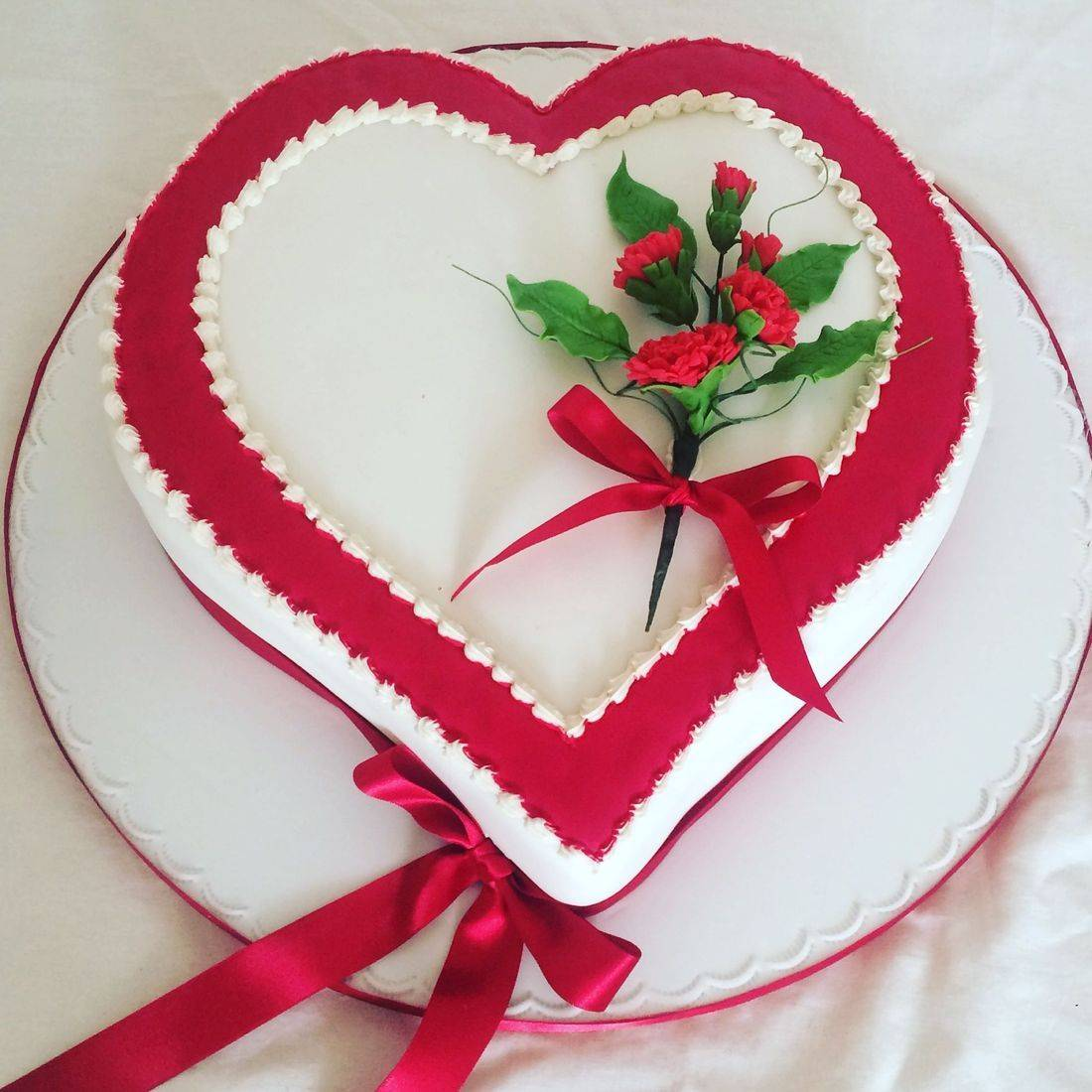 Red Love heart Wedding cake Fabu-Lous Cakes
