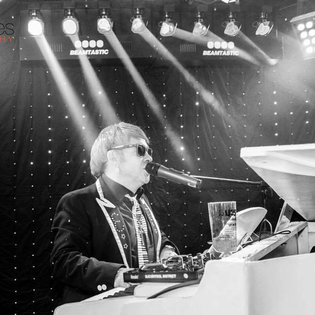 Elton John Tribute act  Andy Crosbie  Rocketman !!!!!!