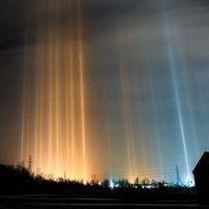 """Des """"piliers de lumière"""", ces majestueuses colonnes lumineuses qui ont envahi le ciel canadien"""