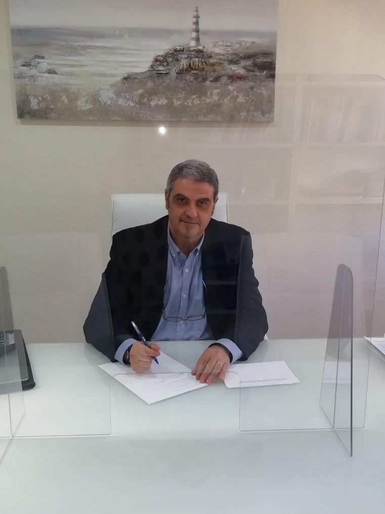 Julio Flores en la consulta