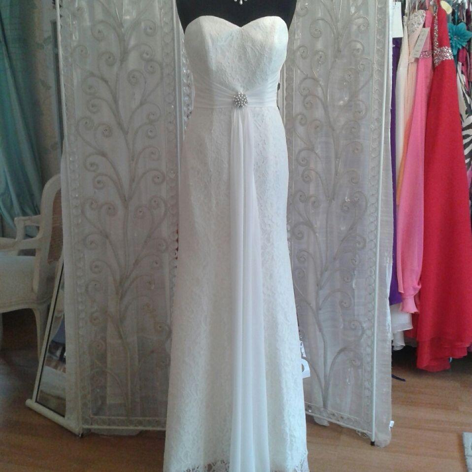 Informal lacce wedding dress
