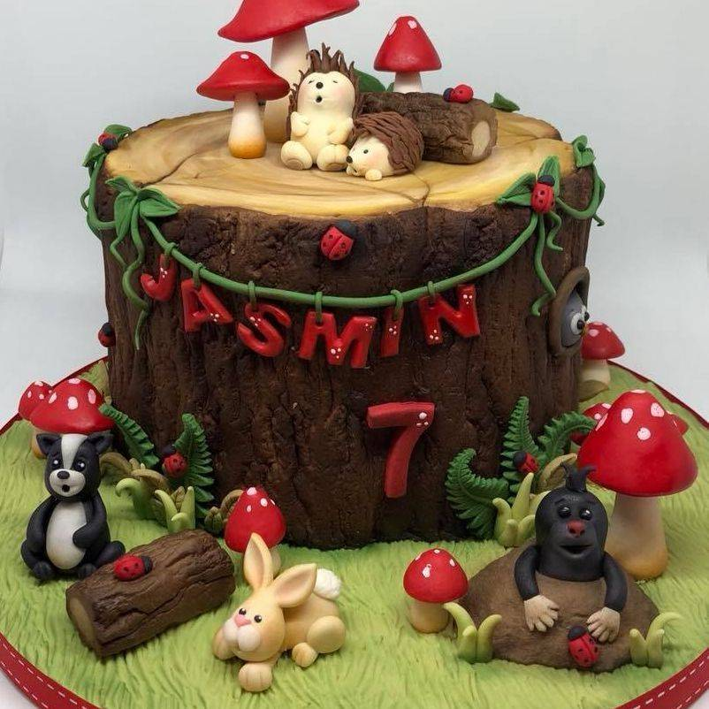 Woodland Cake Mole Hedgehog Bunny Rabbit Skunk Toadstools Tree Stump Ivy Vines