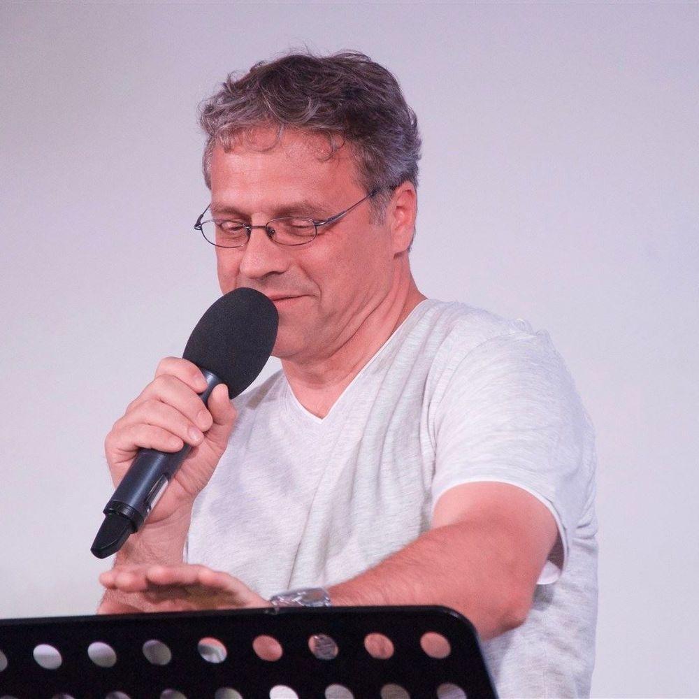 Axel Watzlawek 1988 - 1991 freikirchliche Ausbildung am Berliner Bibelkolleg seit 1991 - Lehr und Predigtdienste 2002 - 2013 Hauskirchenarbeit