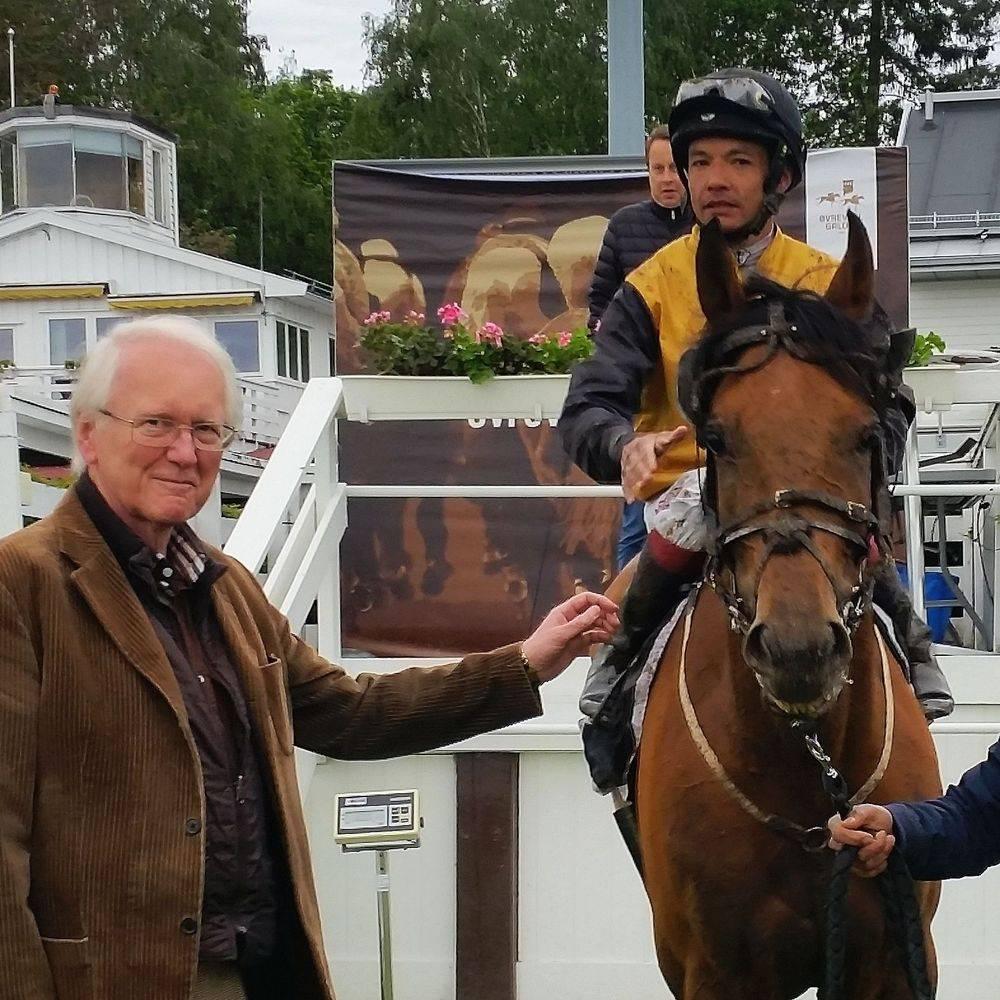 Stall Jerseys Søren Pedersen med Al Buraq. Foto Geir Stabell
