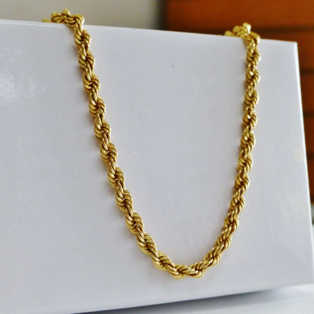 Closeup picture of a twisted women's  yellow gold rope chain