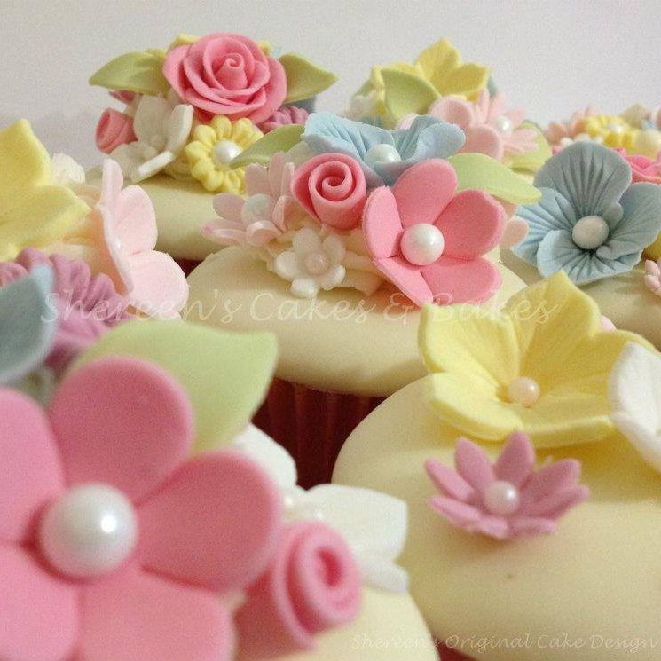 Pretty Girl mother's day Cupcakes Flowers Roses Birthday Cupcakes