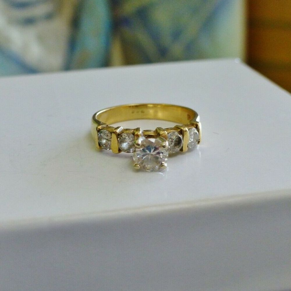 Round Cut Diamond Bar Set in a Yellow Gold Engagement Ring