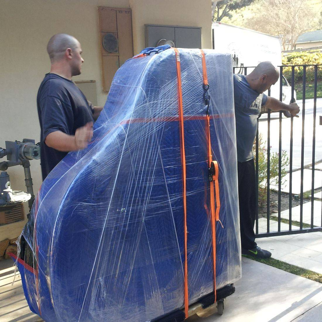 Piano movers in Orange County baby grand piano mover Single item moving