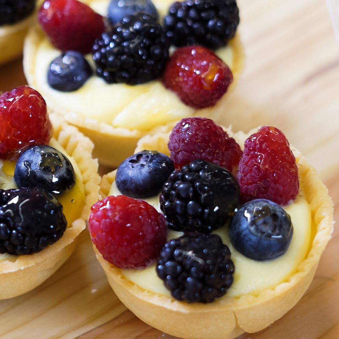 Fresh Fruit Cheesecake Tarts, Mixed Berry Cheesecake Tarts, Mixed Berry Cheesecake Tartlets