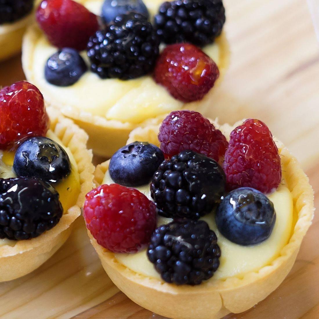 Fresh Fruit Cheesecake Tarts, Mixed Berry Cheesecake Tarts, Mixed Berry Cheesecake Tartlets