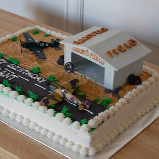 Pilot-Themed Birthday Cake