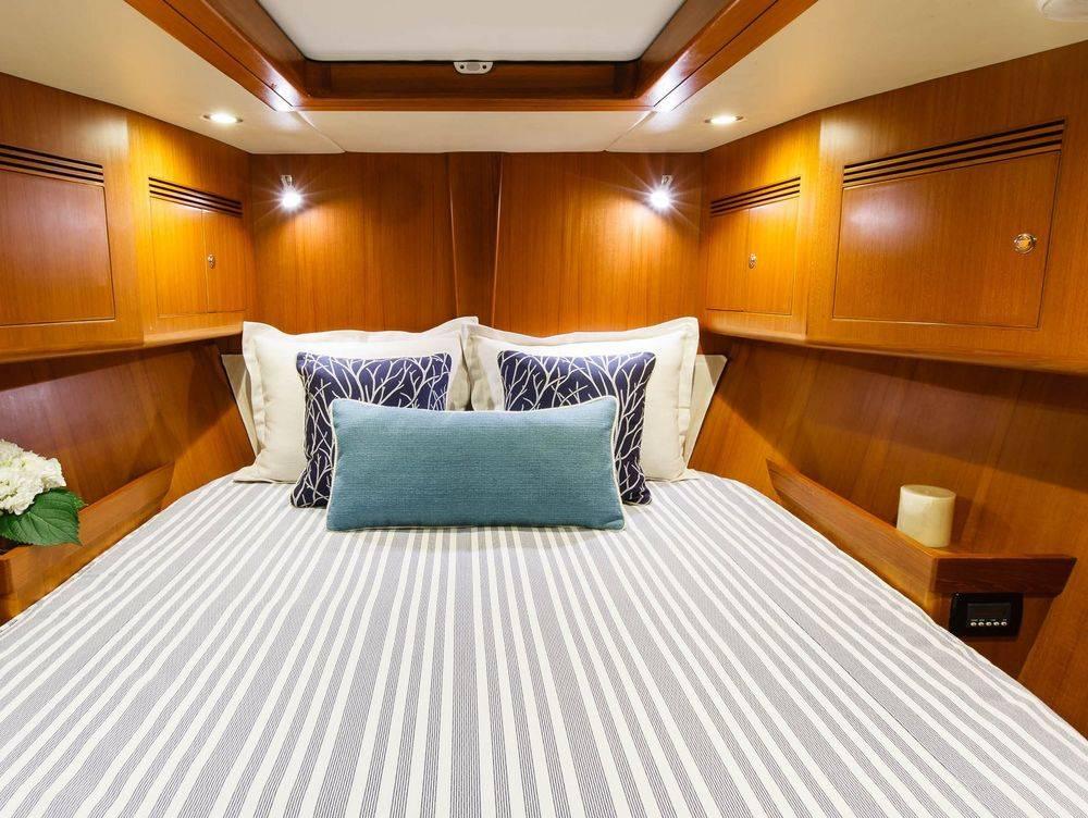 Hylas 70 VIP Stateroom custom bedding #NewportYachtInteriors #HylasYachhts #Customyachtbedding #customyachtinteriors