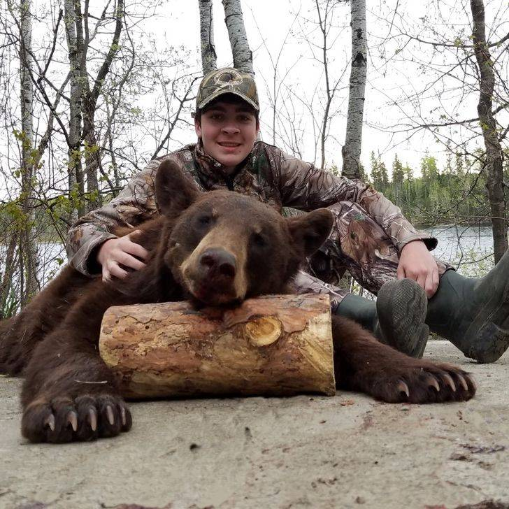Hunt, bear, bear hunting, bow hunting, bow hunter, Manitoba, trophy black bear, bear outfitters, Hastings Bros.