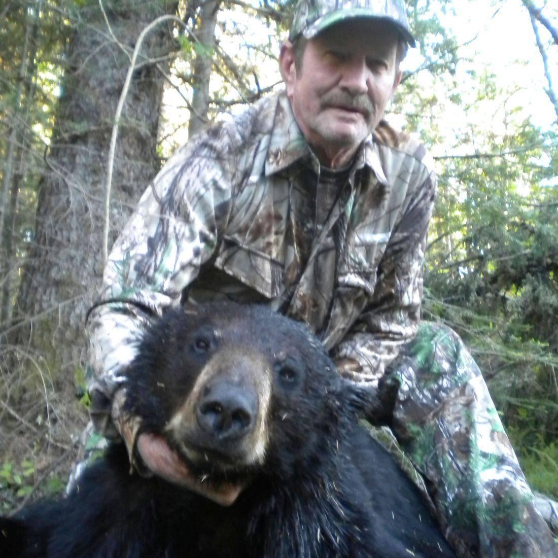 bear hunts, black bear hunting, Manitoba Canada, Outfitters